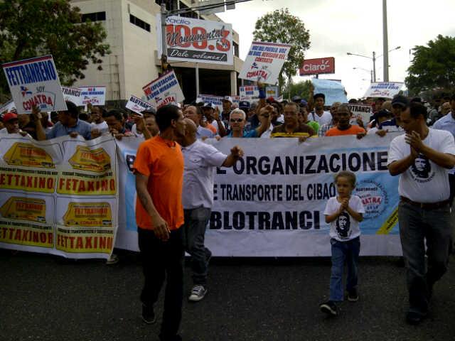 Marchan en contra de la Barrick Gold en Santiago