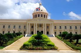 Presidente Medina acude al Palacio Nacional; los demás despachos están cerrados