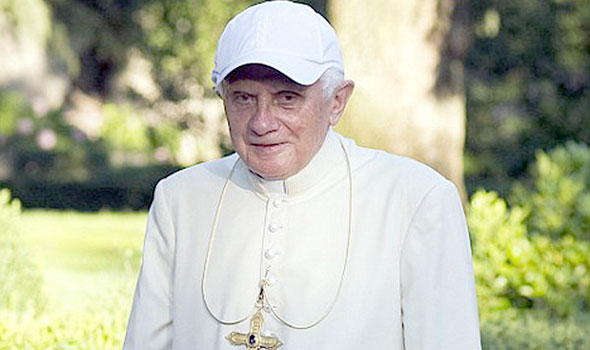 Papa Francisco felicita por teléfono a Ratzinger por su 86 cumpleaños