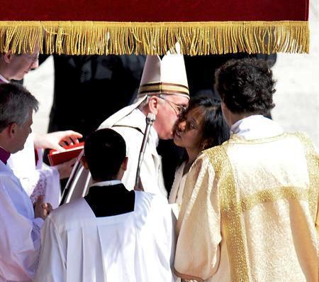 El papa confirmó a 44 jóvenes; entre ellos uno de origen dominicano
