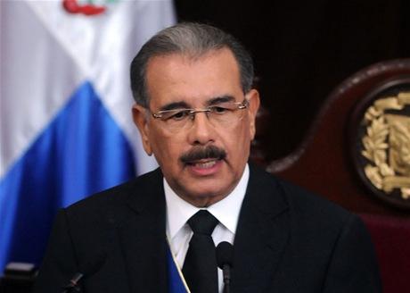 Presidente Medina emite decreto que modifica Ley de Aviación Civil