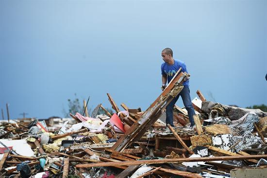 Entre los escombros  continúa búsqueda de sobrevivientes del tornado