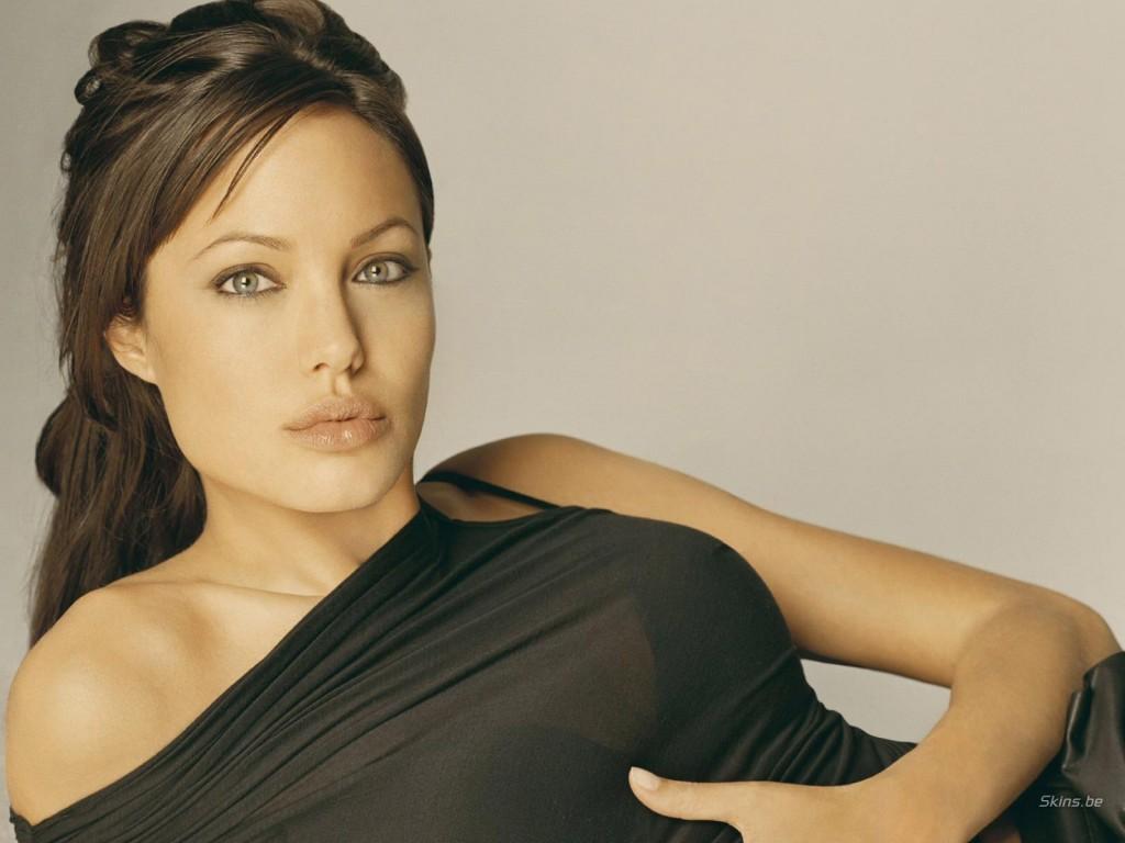 Angelina Jolie también planea extirparse los ovarios, según People