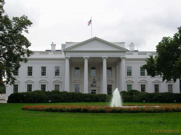 Evacúan parcialmente la Casa Blanca por intruso que traspasó la verja