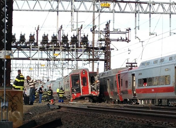 Investigan en EE.UU. causas de choque de trenes que provocó 70 heridos