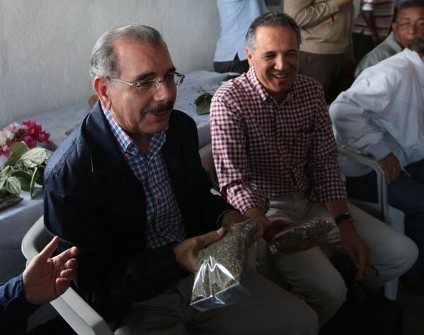 Medina aprueba crédito por 20 millones de pesos a productores de orégano