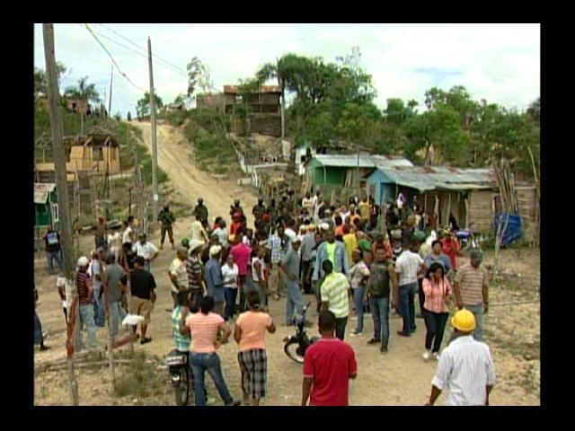 Decenas de familias desalojadas en Brisa del Sur; varias personas heridas