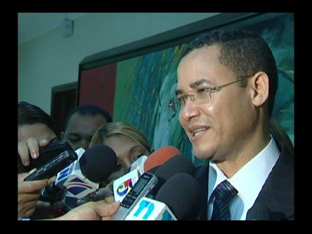 Eddy Olivares se reúne con comisión que investiga impasse en JCE