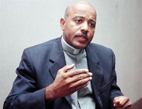 Sacerdote Manuel Ruiz admite carta al presidente fue asunto personal