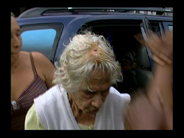Moradores de Villas Agrícolas protestan por abusos de hija a su madre