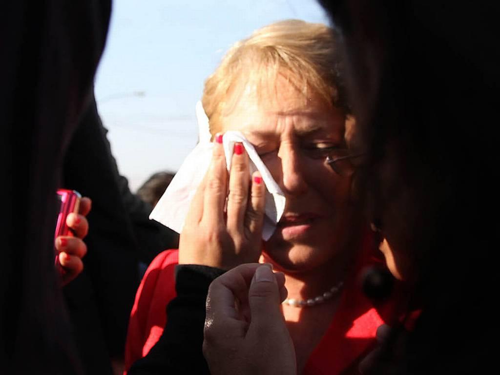 Bachelet afirma que no la atemorizarán con escupitajo en su rostro