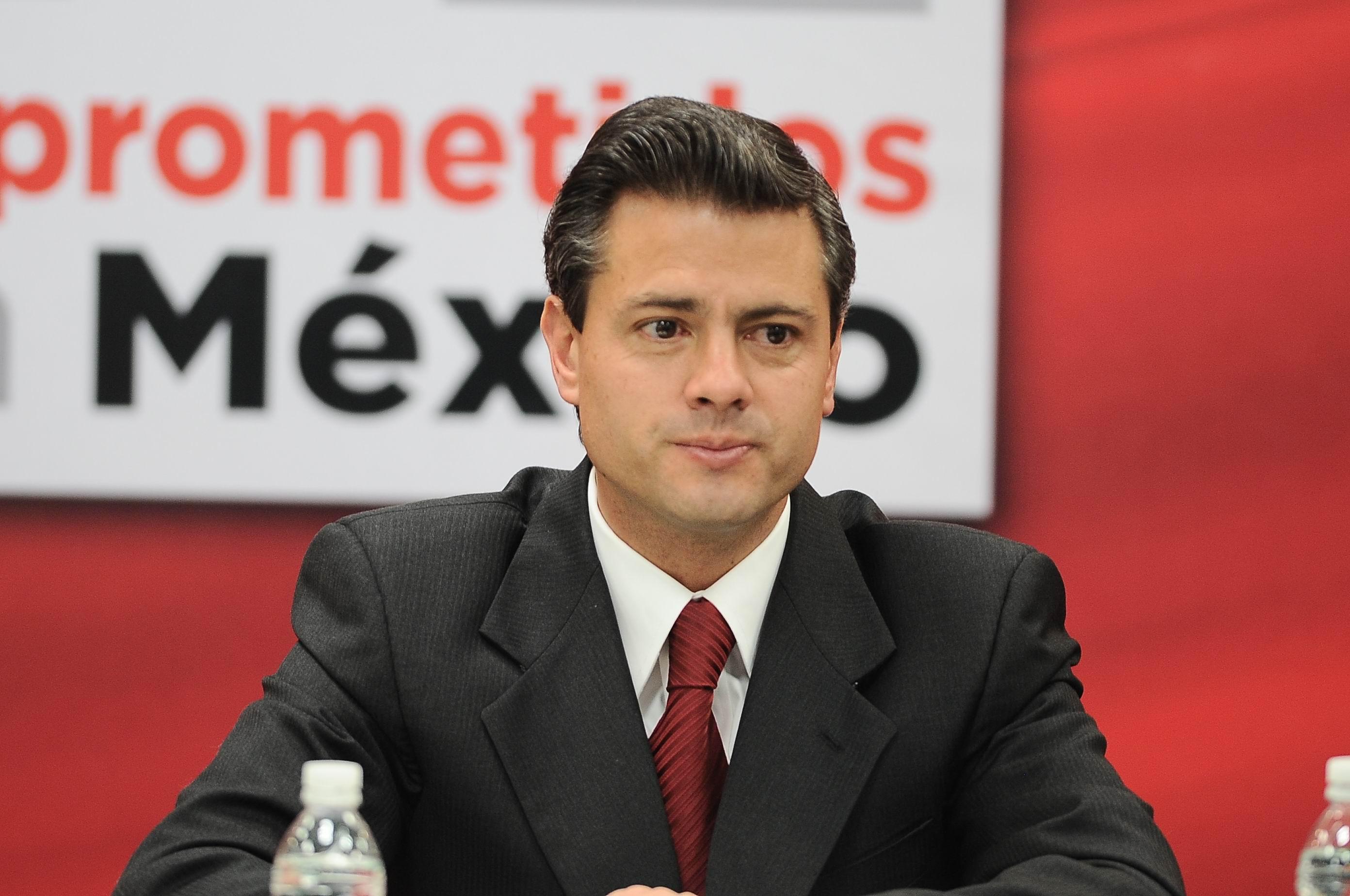 Grupo de mexicanos en EEUU pide ante un consulado renuncia de Peña Nieto
