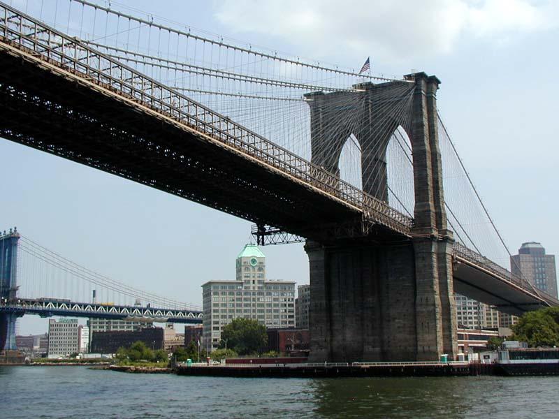 Cierran el puente de Brooklyn por un vehículo