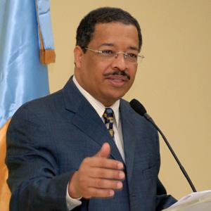 Califican de discriminación cobrar US$500 a dominicanos por registro