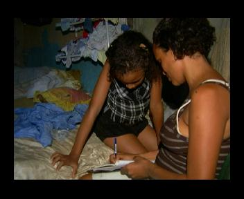 Por falta de documentos familia vive en extrema pobreza