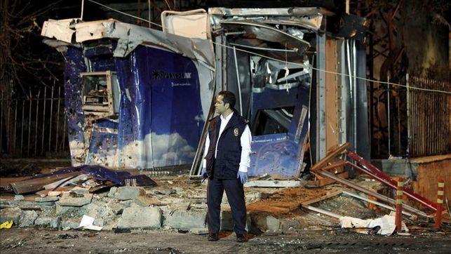 Suben a 40 los muertos por coches bomba en ciudad turca fronteriza con Siria
