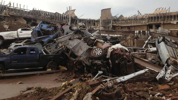 Afectados describen devastación y pérdidas por gigantesco tornado Oklahoma