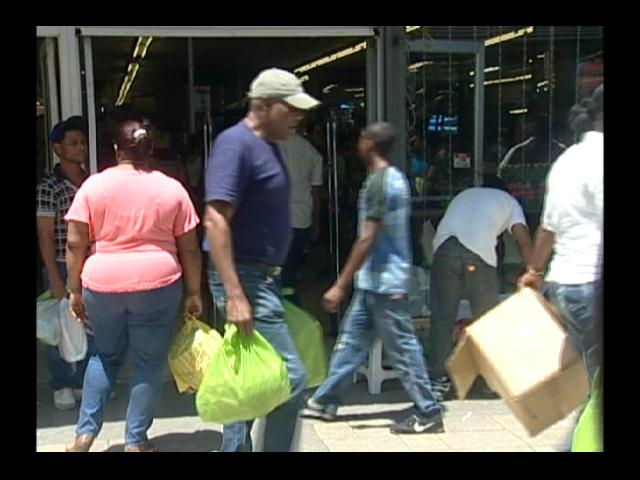 Abarrotadas tiendas de la capital por Día de la Madre