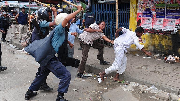Bangladesh: 28 muertos por pedir ley antiblasfemia; 654 por derrumbe
