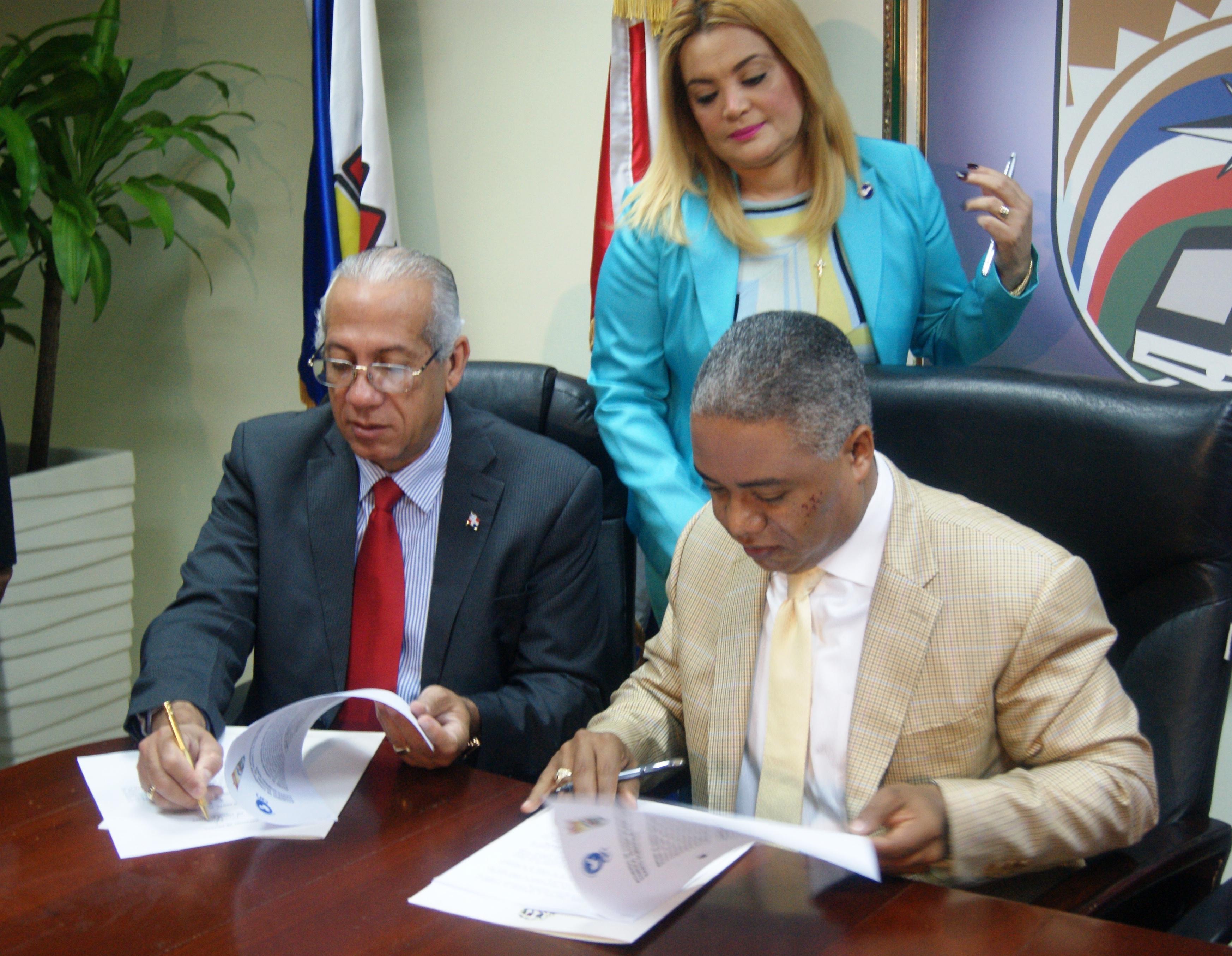 Firman convenio prevenir consumo de drogas y sustancias controladas