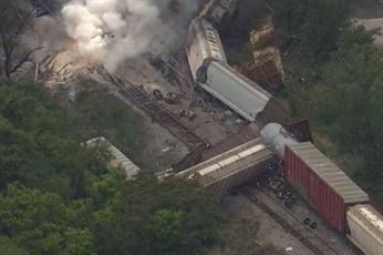 Fuerte explosión en Baltimore tras descarrilamiento de tren