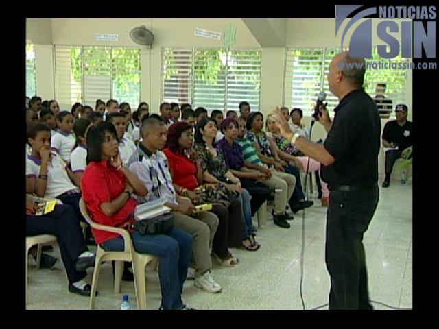 Residentes en Herrera acogen con agrado operativo de prevención realizado por la DNCD