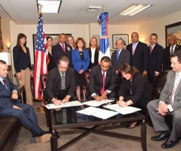 Consulado Dominicano y Departamento de Trabajo de USA firman acuerdo