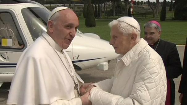 Benedicto XVI devuelve la visita a Francisco y almuerzan juntos en Vaticano