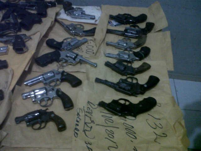 Ocupan 55 armas de fuego en casa de empeño de San José de Ocoa