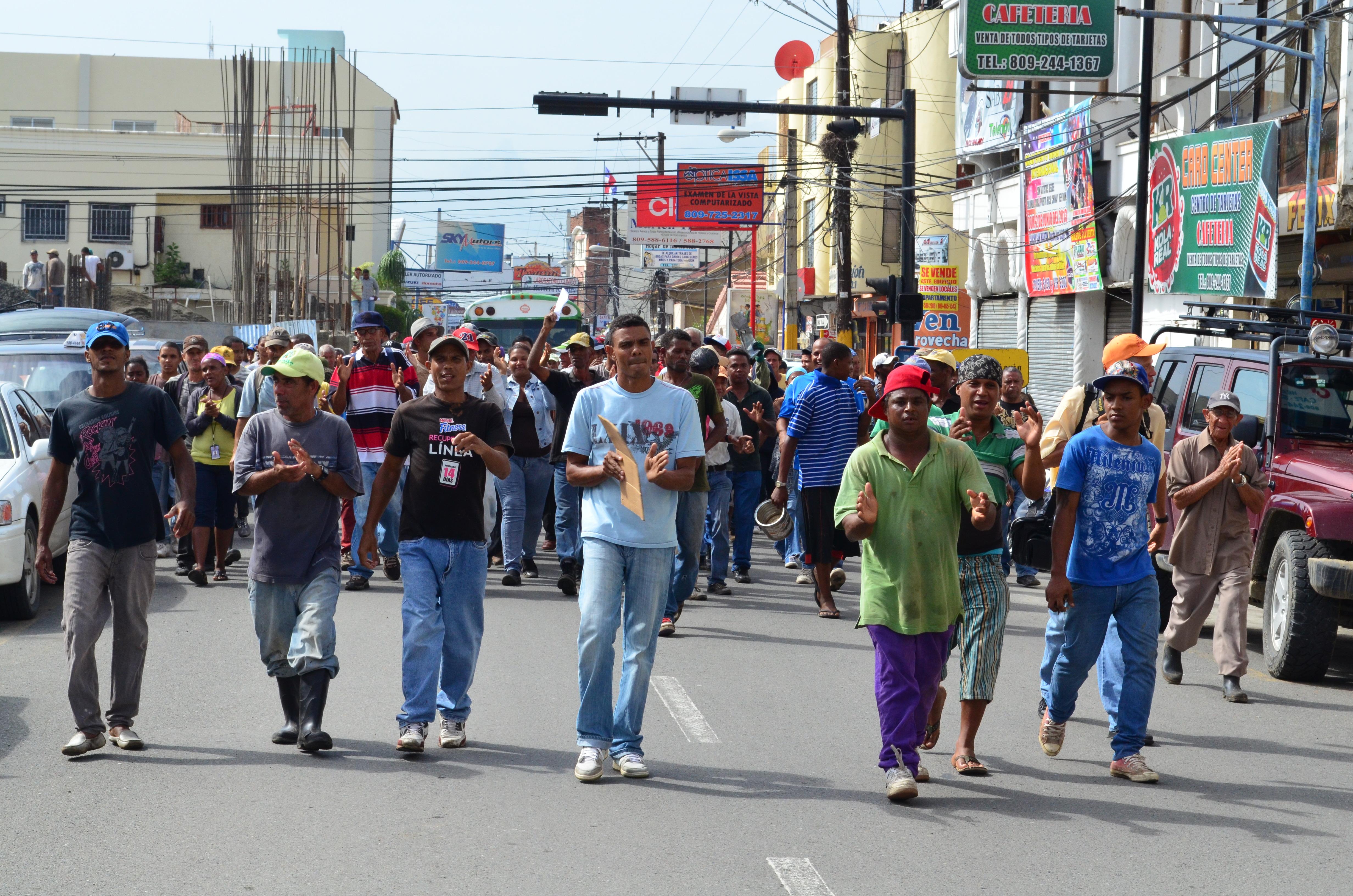 Por tercer día consecutivo obreros paralizan ayuntamiento en SFM