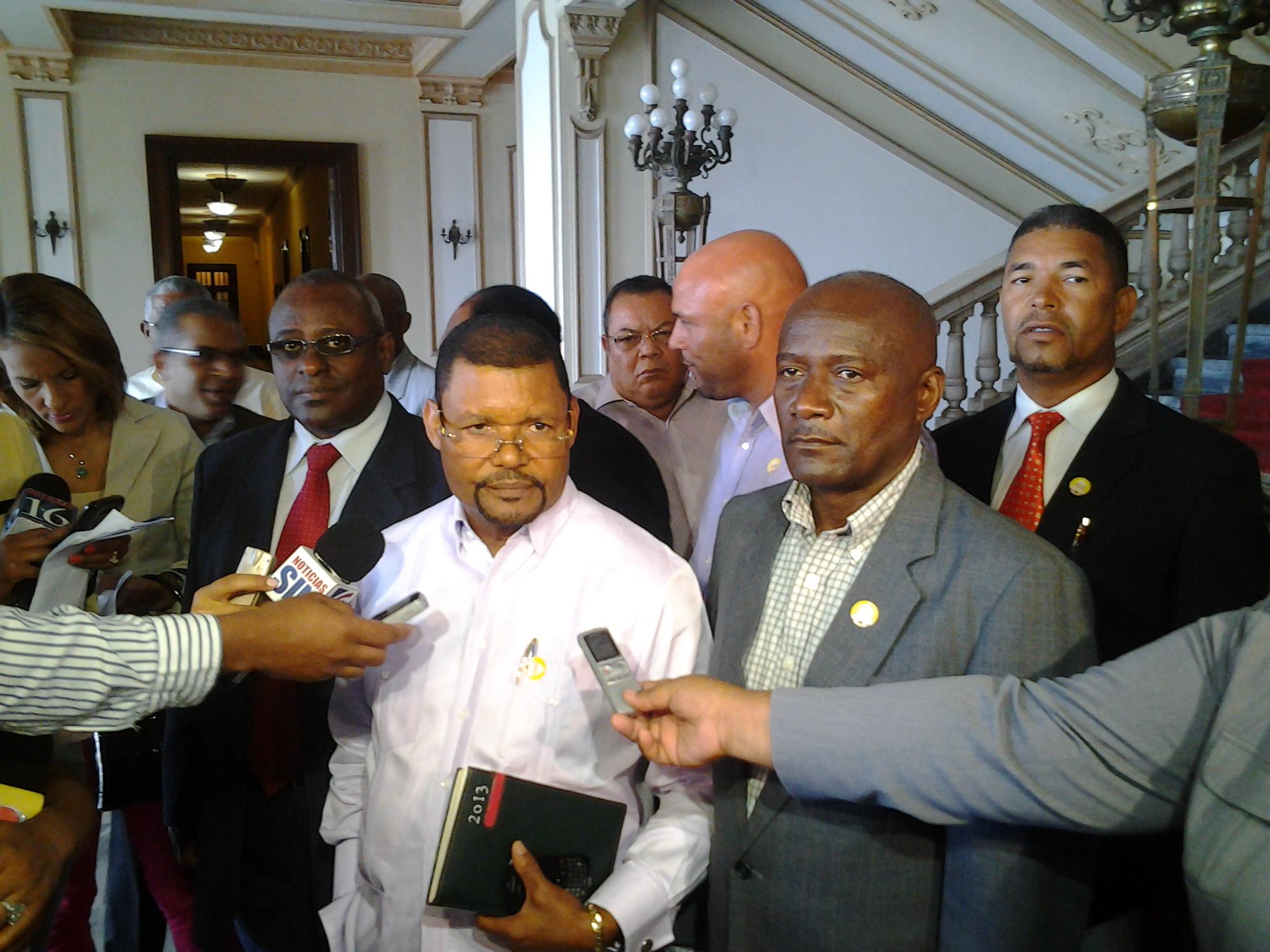 Transportistas piden a la Presidencia ser incluidos en rutas alimentadoras del Metro