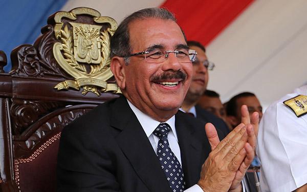 Presidente Medina envía mensaje de felicitación a los padres