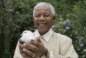 Sudáfrica rinde alegres homenajes a Mandela, el padre de su libertad