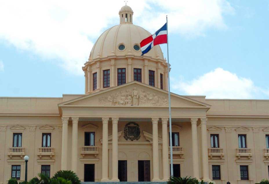 El Comité de DD.HH. y FALPO protestan frente al Palacio Nacional