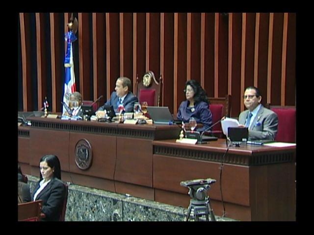 Senadores piden recursos a ONGs para solventar Plan de Regularización