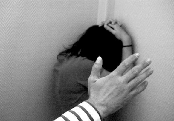 Perú reporta casi 9 mil 500 casos de violencia familiar y sexual contra menores