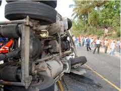 Nueve personas resultan heridas en accidente entre autobús de pasajeros y camión