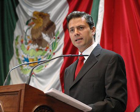 Enrique Peña Nieto plagió parte de su tesis universitaria, según una investigación