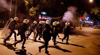 Turquía expulsa a más de 2.000 policías por supuestos vínculos golpistas