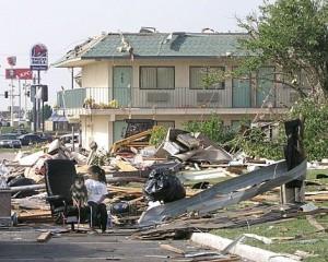 Tornado provoca la muerte de 30 personas en EE.UU
