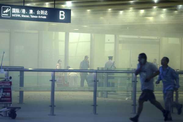 Arrestan hombre que planeaba atentar con auto bomba en aeropuerto de EE.UU