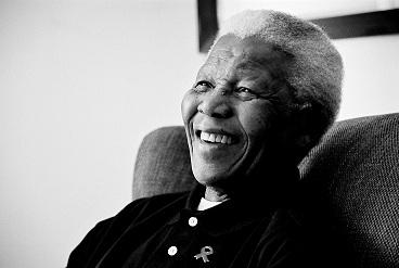 El barrio Nelson Mandela en Colombia llora al líder surafricano