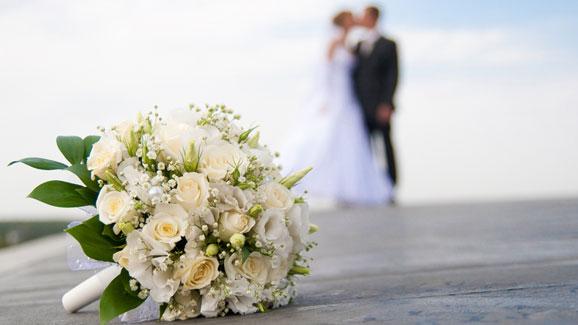 Esposo pasa luna de miel en la cárcel por acosar camarera menor de edad en su boda