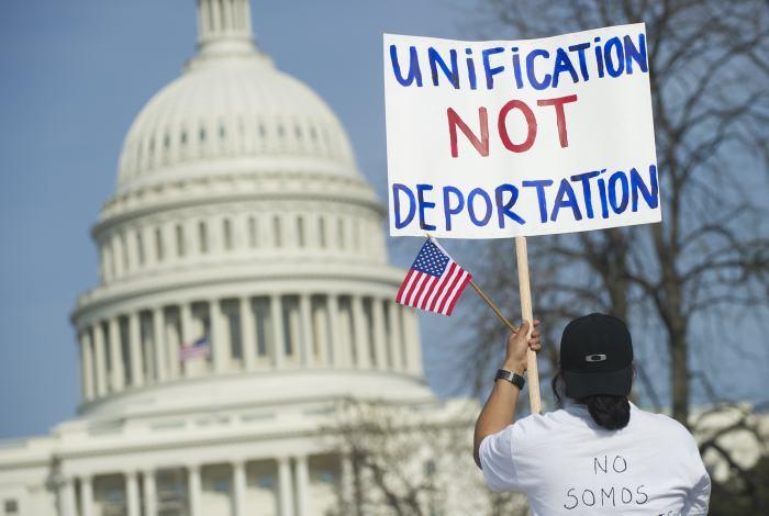 Otros siete estados se unen a demanda contra medidas migratorias de Obama