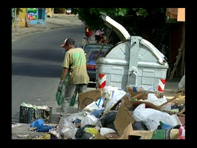Residentes del Gran Santo Domingo reciben el 2014 arropados en basura