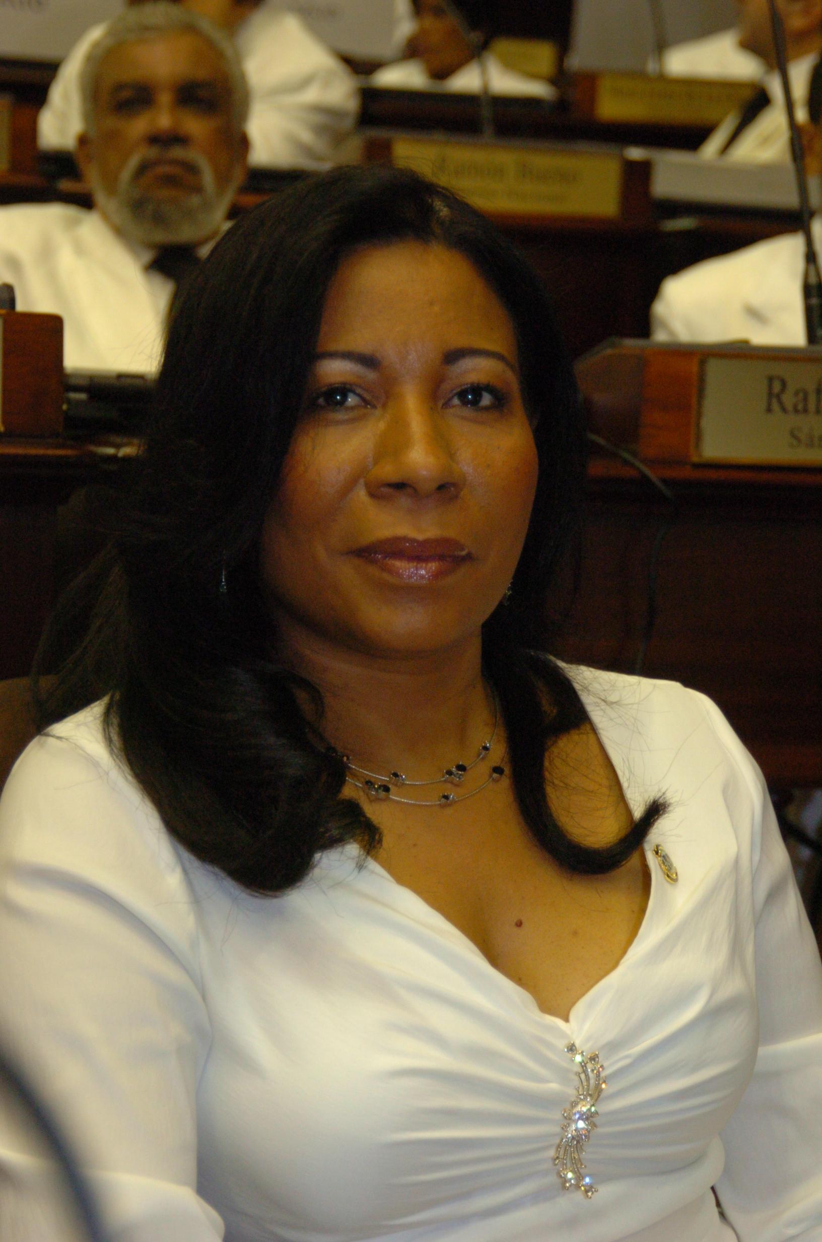 Exdiputada debe ir periódicamente ante el juez por muerte de haitiano