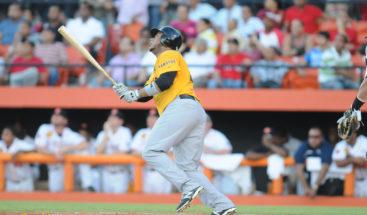 Aguilas y Estrellas siguen líderes en béisbol dominicano