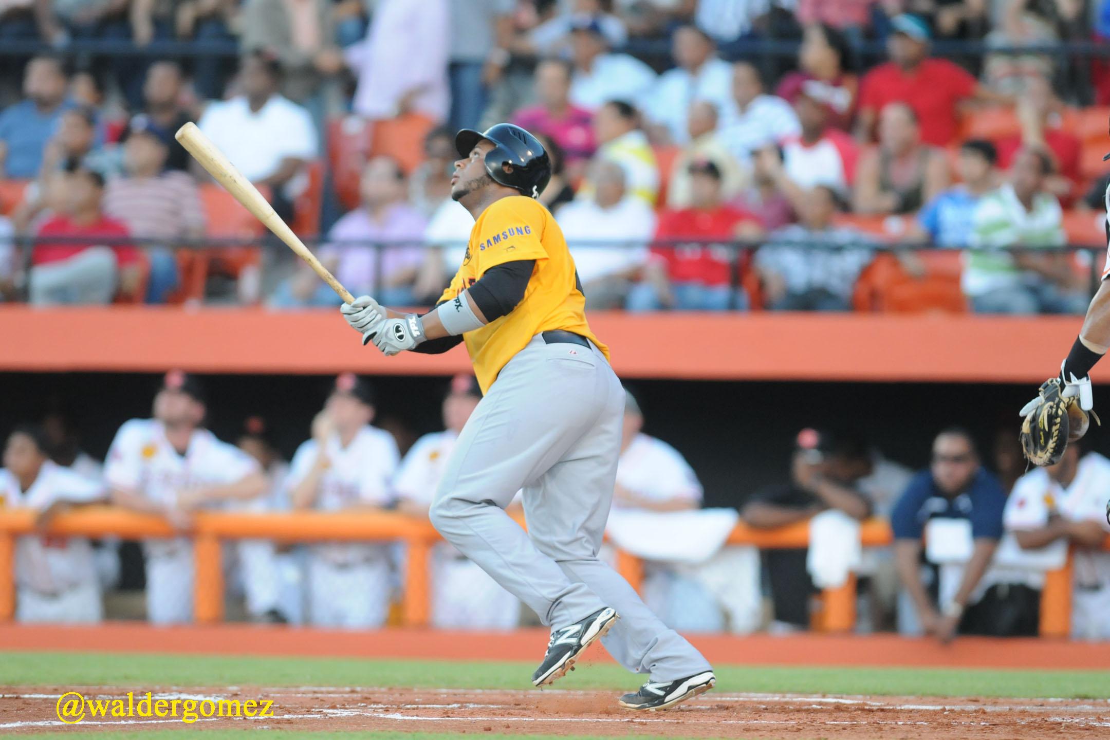 Águilas y Toros ganan sus compromisos en béisbol dominicano