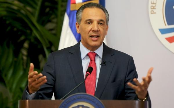Presidencia entrega RD$41 millones a ingenieros construirán apartamentos en La Vega