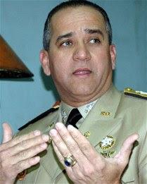 Ministro de Defensa pone cargo a disposición del presidente Medina